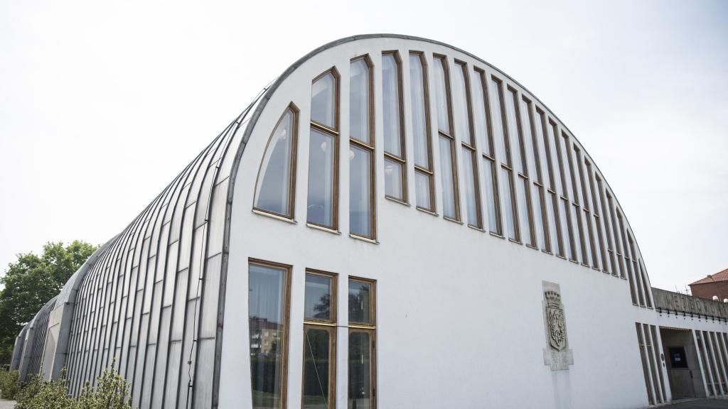 Bild av Medborgarhusets entré och glasparti