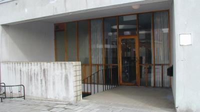Dörren på baksidan av huset